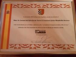 Diploma de reconocimiento entregado al conferenciante