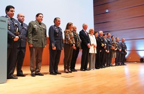 Foto de familia de los premiados y las autoridades