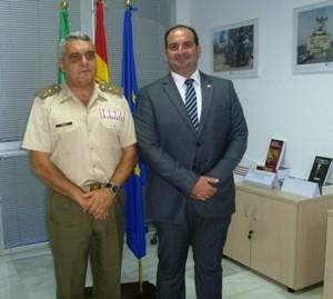El Tiente General Jefe de la Fuerza Terrestre, D. Francisco Javier Varela Salas y el Presidente del CISDE, Carlos González de Escalada Álvarez