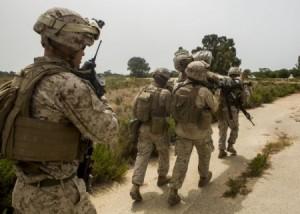 Marines evacúan a un herido simulado durante un ejercicio en Rota el pasado verano (US Marine Corps Photo, Staff Sergeant Vitaliy Rusavskiy)
