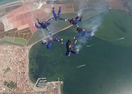 El equipo femenino de la PAPEA durante un salto. Foto: PAPEA