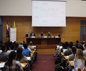 Conferencia Chacón público
