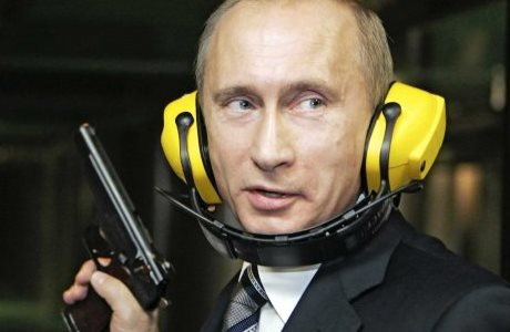 Vladimir Putin, todo un pistolero.