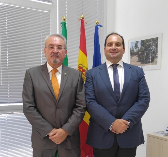 Conferencia: Militares de Sanidad Españoles en Indochina. El Dr. González con D, Carlos Gonzáles de Escalada, presidente del Cisde