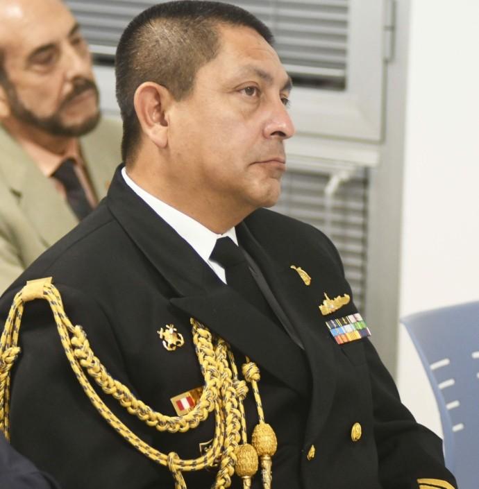 Capitán D. Aldo Vásquez, agregado naval de Perú.