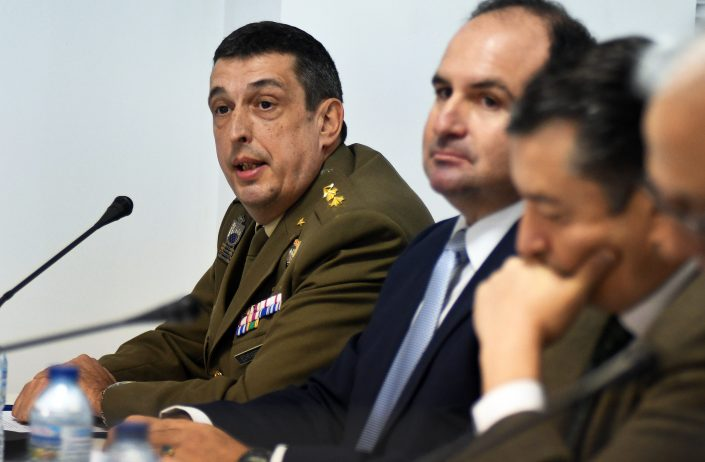 Mesa presidencial. El delegado de Defensa en Andalucía, coronel D. Carlos Ángel Echevarría Pérez.
