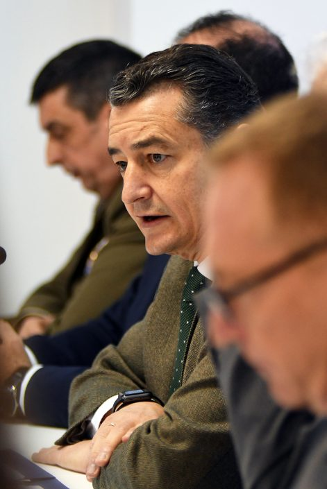 Mesa presidencial. Delegado del Gobierno en Andalucía, D. Antonio Sanz Cabello.