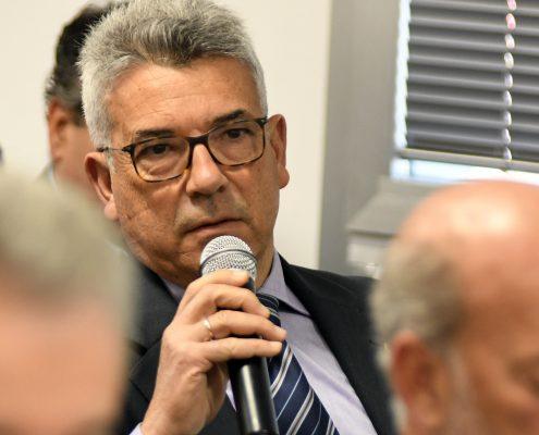 El coronel ilmo. D. Juan Manuel Reguera participó desde el público.