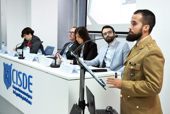 """Ponencia """"International Foreign Fighters, el problema de los terroristas retornados"""" D. Pablo Molina, miembro del GIAFTY. Sentados componentes del GIAFTY y GICI."""