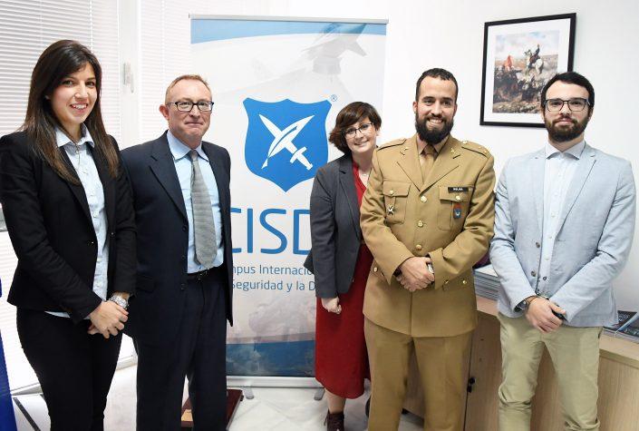 Foto de grupo con D. Fernando Toboso (GICI) y los miembros del Grupo de Investigación Académica sobre Financiación del Terrorismo Yihadista (GIAFTY).