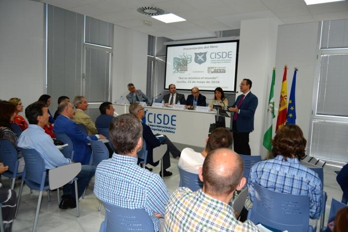 Conferencia de Pedro Baños.