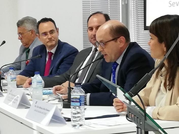 Ilmo. Sr. Cnel. D. Miguel Ángel Pérez Bravo presentó el libro del autor.