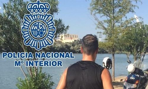 Agente que realizó el rescate, imagen oficial de la Policía Nacional