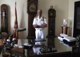 Capitán de navío José Martín, director del ROA, en su despacho.