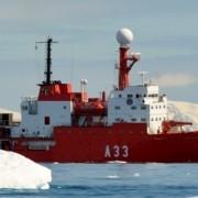 Hespérides navegando en las proximidades de las Península Antártica