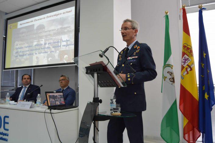 """Conferencia: """"La Reforma del Sector de Seguridad"""" Ilmo. Sr. D. Julio Serrano Carranza"""