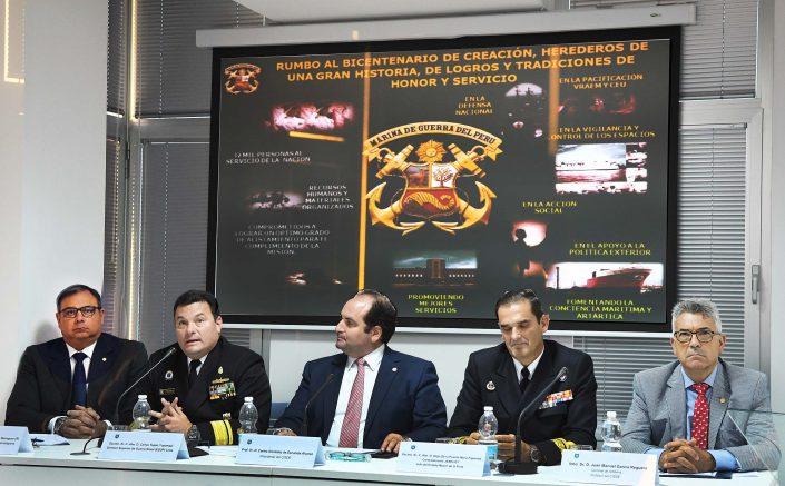 """Las conferencias """"Los retos para la Marina de Guerra del Perú del siglo XXI"""" y """"La Experiencia Contraterrorista en el Perú durante los años 80 y 90""""."""
